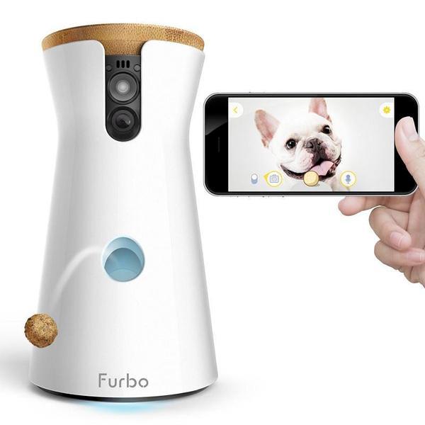 """Con <a href=""""https://shopit.furbo.com"""">Furbo</a> il cane lo vedi, ci parli e se non dovesse bastare puoi lanciargli anche croccantini. Il tutto da smartphone (prezzo 199 euro)"""