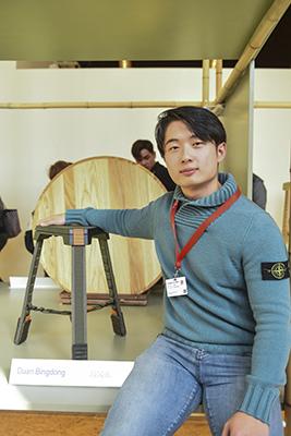 La Menzione Speciale è stata assegnata a Duan Bingdong per <em>The Chair--18SS</em>, sgabello ispirato allo stile militare, con uno scheletro rigido e parti morbide in nylon che ne facilitano il montaggio e l'eventuale sostituzione