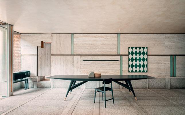 La sedia Woody di Francesco Meda per Molteni&C a Palazzo Querini Stampalia