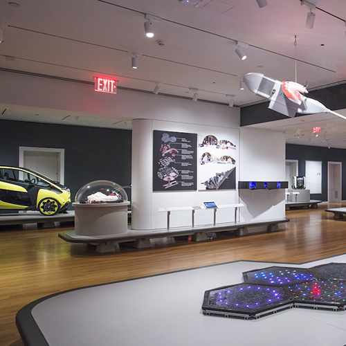 """NEW YORK (Stati Uniti) - Qual è il futuro del design della mobilità? Lo racconta la mostra allestita dal <a href=""""http://www.cooperhewitt.org"""">Cooper Hewitt Smithsonian</a>. <em>The Road Ahead: Reimagining Mobility</em> presenta 40 progetti ispirati alle tecnologie che cambieranno il modo in cui sposteremo persone, beni e servizi. Fino al 31 marzo"""