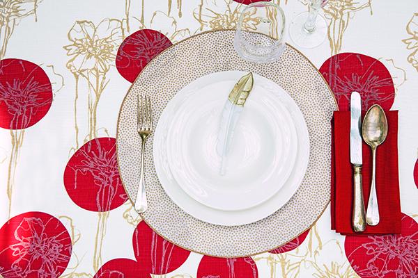 """«Tra i colori, il rosso e l'oro la fanno da padrone» spiegala decor stylist<a href=""""http://www.cristinamercaldo.com"""">Cristina Mercaldo</a>. Come nella proposta di <a href=""""https://www.fazzinihome.com/"""">Fazzini</a>"""