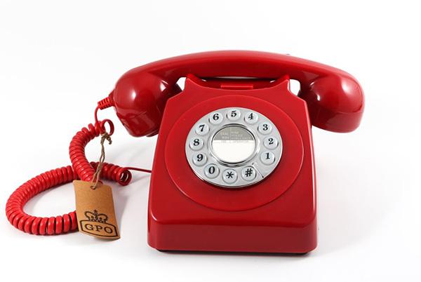 """Il telefoni di <a href=""""http://www.gporetro.com"""">GPO</a> per chi sarebbe voluto nascere in un'altra epoca o chi ripensa con affetto all'infanzia a casa dei nonni (69 euro)"""