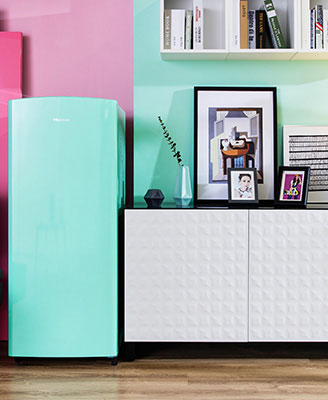 """<a href=""""http://design.repubblica.it/2018/07/06/vita-da-single-gli-arredi-compatti-e-allinsegna-del-trasformismo/"""">Negli appartamenti di piccole dimensioni</a>glielettrodomesticidi misura contenutaaiutano a guadagnare prezioso spazio. La nuova linea di frigoriferi compatti<em>Tutti i colori del POP</em> di<a href=""""https://www.hisenseitalia.it/"""">Hisense</a>è divertente edonapersonalità agli ambienti (da 249 a 299 euro)"""
