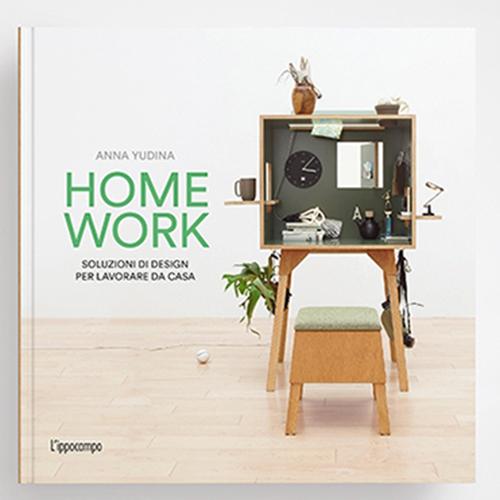 """Che sia per necessità o per conquista, spostare l'ufficio tra le pareti domestiche è ormai diventata per molti una consuetudine. <em>Homework</em> (<a href=""""http://www.ippocampoedizioni.it""""><em>L'Ippocampo</em></a>, 272, 19,90 euro) spiega come il lavoro può essere integrato tra le pareti di casa: dal mobile autonomo ai divisori, passando per soluzioni dinamiche che si piegano o si aprono generando insospettabili aree di lavoro"""