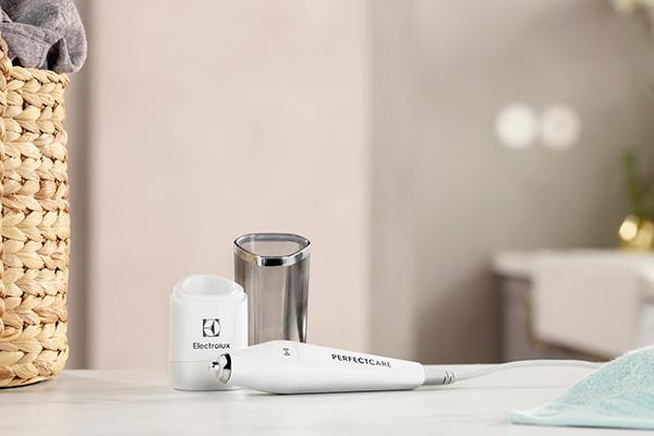 """Da <a href=""""http://www.electrolux.it/"""">Electrolux</a> la prima penna a ultrasuoni che rimuove le macchie più difficili da ogni tipo di tessuto, anche il più delicato (119,90 euro)"""