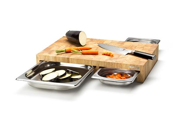 Continenta, marchio specializzato nella creazione di accessori in legno per la cucina, presenta un nuovo tagliere completo di 3 cassetti in acciaio inox (distribuito da Schönhuber)