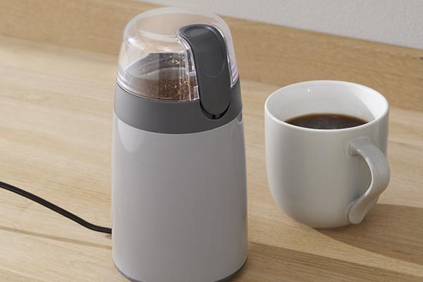 La serie Emma di Stelton si arricchisce di un macina caffè elettrico dal minimo ingombro (distribuito da Schönhuber)