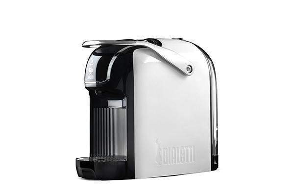 Bialetti presenta Break: una macchina per il caffè espresso compatta e moderna, definita da linee morbide e finiture cromate
