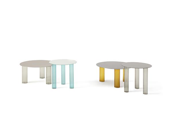 """Lo spazio di <a href=""""https://www.zanotta.it/"""">Zanotta</a> racconta le collezioni contemporanee, i classici prodotti e mette in mostra due novità: <em>Echino</em>, la coppia di tavolini disegnati da Sebastian Herkner (nella foto) e la poltroncina <em>Tusa</em> ideata da Rodolfo Dordoni"""