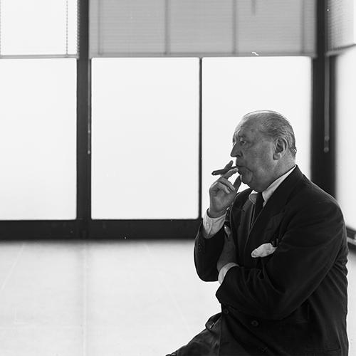 """<em>I tre architetti - Mies van der Rohe</em> va in onda su Rai 5 il 25 gennaio alle ore 21.15, <a href=""""https://www.milanodesignfilmfestival.com/i-tre-architetti-le-sinossi-dei-film/"""">qui la sinossi del documentario</a>  (foto © Mies van der Rohe, by SIAE 2018)"""