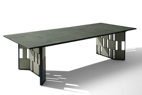 """<a href=""""https://www.giorgettimeda.com/it/"""">Giorgetti</a> lancia il tavolo <em>Break</em> (in foto) e la poltroncina <em>Loop</em>, entrambi dedicati all'outdoor. Disegnati da Ludovica + Roberto Palomba """"raccontano una visione dell'abitare sempre più fluida e trasversale: i confini tra gli ambienti svaniscono, le funzioni si trasformano, il comfort degli elementi d'arredo migra dalla casa verso l'open air"""", spiegano dall'azienda"""