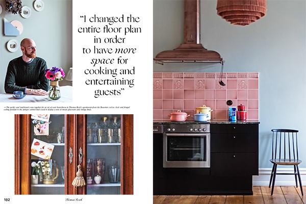 Ci troviamo a Berlino. Il giornalista Thomas Rook ha pensato alla sua cucina come una vetrina in cui esporre un mix di oggetti antichi e moderni. Quando ha ristrutturato l'appartamento ha cambiatol'intera planimetria della casa poiché voleva avere più spazio per cucinare edivertirsi con gli ospiti (foto <em>Kitchen Living</em>, Gestalten 2019)