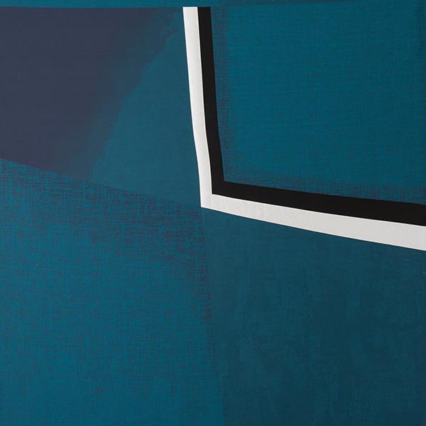 """«Lavorazioni antiche che rimandano alla couture, geometrie e fantasie fuori scala, accenni agli stilemi art déco», così Emiliano Salci e Britt Morand di <a href=""""http://www.dimorestudio.eu/"""">Dimorestudio</a> raccontano <em>Progetto Tessuti</em>: la collezione tessile per interni e outdoor lanciata nel 2015 e in continuo divenire. In foto vediamo una delle nuove realizzazioni, si chiama <em>Nobody else blue</em>"""