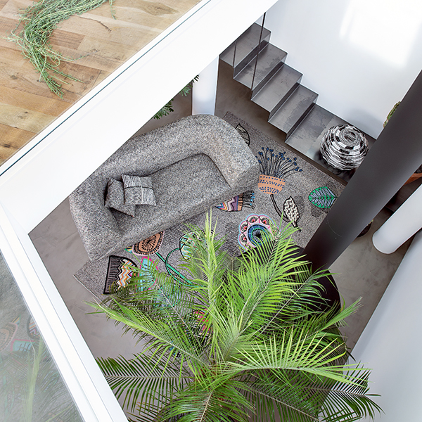 """<em>Winter Garden</em> è la collezione di tessuti per divani con effetti graffito a sequenze sfumate di <a href=""""https://www.missonihome.com/"""">Missoni Home </a>"""