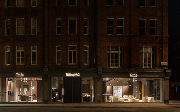 Il nuovo flagship store   del gruppo Molteni si trova nel cuore pulsante del Museum District. Si sviluppa su circa 700 metri quadrati, disposti su due livelli, con cinque vetrine ad angolo
