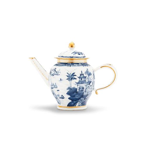 """China from China è il nome dell'asta dedicata alle porcellane asiatiche che sarà battuta online sul sito di <a href=""""http://www.christies.com"""">Christie's</a>dal 14 al 23 gennaio. In foto vediamo una teiera del 1785 circa con un valore che oscilla tra i 560 e gli 800 euro"""