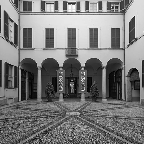 """Decorazioni d'interni, arredi, arte moderna, fashion vintage: ci si incontra dal 12 al 15 e poi dal 18 al 22 febbraio a Milano nella sede di <a href=""""http://www.ponteonline.com"""">Il ponte</a> in via Pitteri 10"""