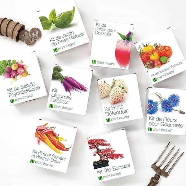 """Avete deciso di coltivare ortaggi? Plant Theatre ha pensato a un kit contenete tutto ciò che serve per averne cinque: carote viola, cavoletto di Bruxelles rosso, pomodori striati, zucchine gialle e bietola a coste multicolore. All'interno della confezione trovate: cinque varietà di semi, cinque vasi da coltivazione, cinque blocchi di torba e cinque segna-piante. Se acquistate online, lo trovate su <a href=""""http://www.amazon.it"""">Amazon</a> a 16,99 euro"""