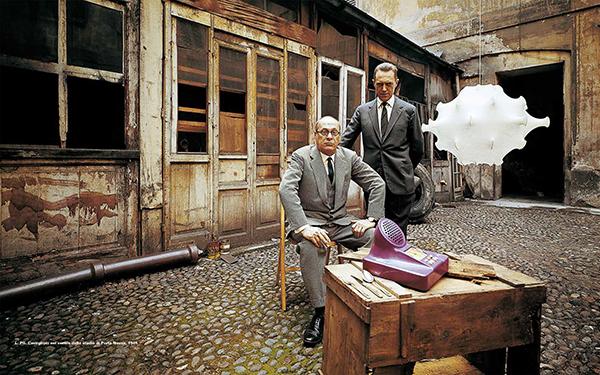 Livio e Pier Giacomo Castiglioni nel cortile di Porta Nuova, 1961
