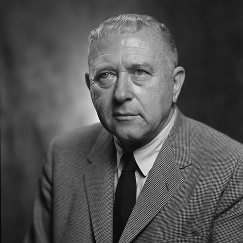 Marcel Breuer - Dal legno al tubolare d'acciaio, è il maestro del mobile Bauhaus, che lascia quando va via Gropius, nel 1928