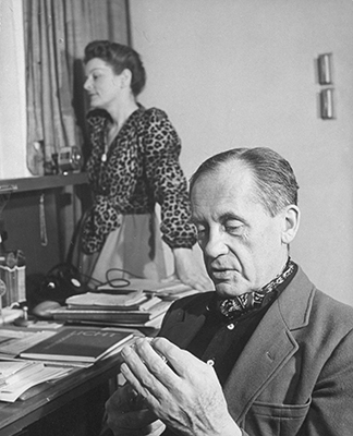 Walter Gropius con la moglie Alma Schindler, uno dei personaggi più interessanti del primo Novecento mitteleuropeo; lei lo sposò dopo la morte del primo marito, il compositore Gustav Mahler