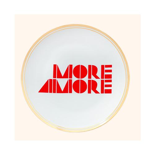 "<em>More Amore</em> è il piatto della collezione <em>La tavola scomposta</em> di <a href=""http://www.bitossihome.it/it"">Bitossi Home</a> in collaborazione con <a href=""http://www.funkytable.it"">Funky Table</a> (17 euro)"