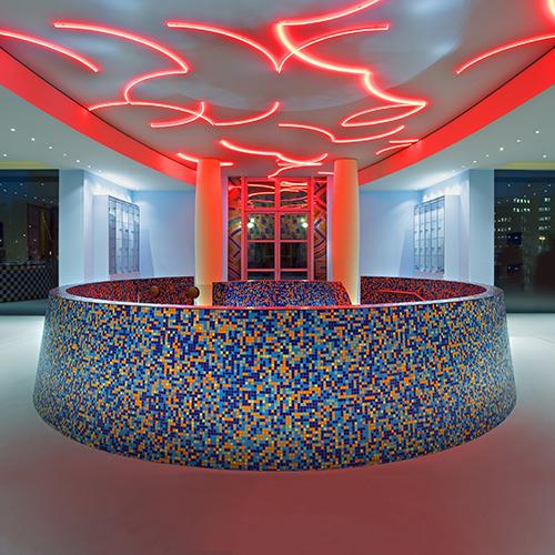 Nel 1994 Mendini firma con il fratello Francesco il  museo olandese Groninger. È uno tra i suoi lavori più amati ed è stato realizzato con Michele De Lucchi, Philippe Starck, Coop Himmelb(l)au (nella foto il restauro del 2014)