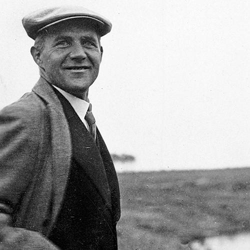 Hannes Meyer - Il direttore della scuola più politicizzato e con una visione radicale del funzionalismo. Lasciato il Bauhaus emigra a Mosca
