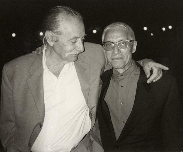 Alessandro Mendini con Ettore Sottsass, amico con cui ha vissuto gli anni ribelli del gruppo Alchimia