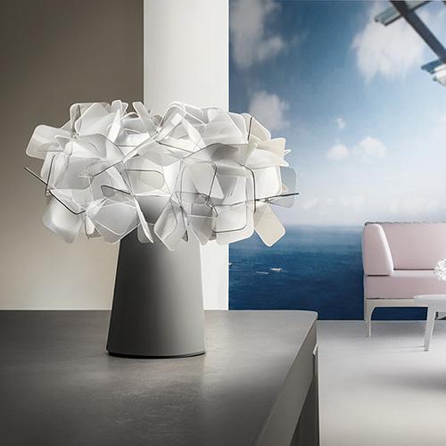 "Da sostituire al classico bouquet:<em>Clizia Table Battery </em>di <a href=""https://www.slamp.com/it/"">Slamp</a><em></em>è una lanterna florealeda utilizzare anche come originale centrotavola (175 euro)"