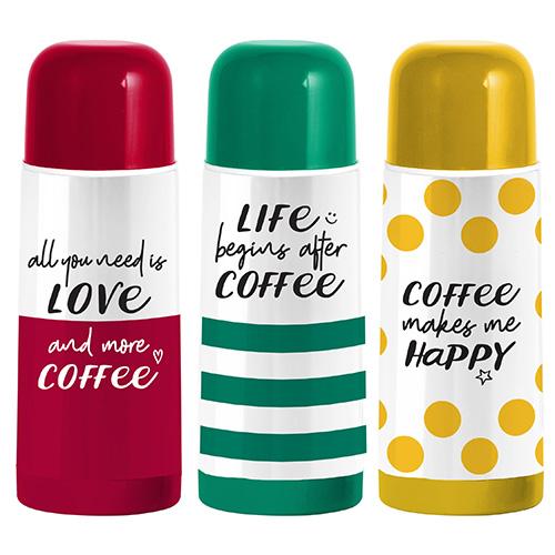 """Un thermos da viaggio per non rinunciare a bere un caffè caldo. In foto la nuova collezione <a href=""""https://www.bialettistore.it/"""">Bialetti</a>"""