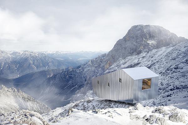 Bivacco Fanton sulle Dolomiti, un progetto del 2015 dello studio Demogo  (foto Pietro Savorelli)