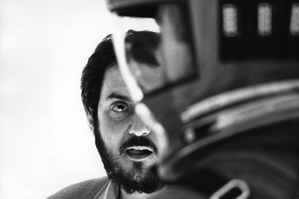 Stanley Kubrick sul set di <em>2001: Odissea nello spazio</em> (foto © Warner Bros. Entertainment Inc)