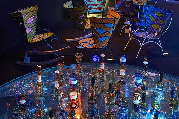 Per l'occasione Marni ha realizzato anche una collezione speciale di bottiglie e bicchieri in vetro soffiato