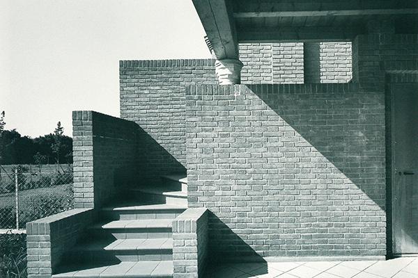 """Franz Prati e Luciana Rattazzi per il Concorso internazionale per """"La casa più bella del mondo"""", costruita a Reggio Emilia (1991-1999 - foto Roberto Bossaglia)"""