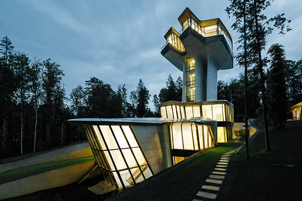 The Capital Hill Residence dello studio Zaha Hadid Architects a Mosca (2018 - foto OKO Group images)