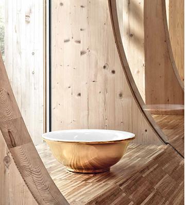 Splende e riflette Boll, il lavabo pensato da Paola Navone che cita le antiche ciotole orientali