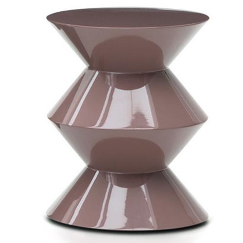 Nuova finitura lucida color cipria per il tavolino, sgabello e pouf Cesar di Rodolfo Dordoni per Minotti