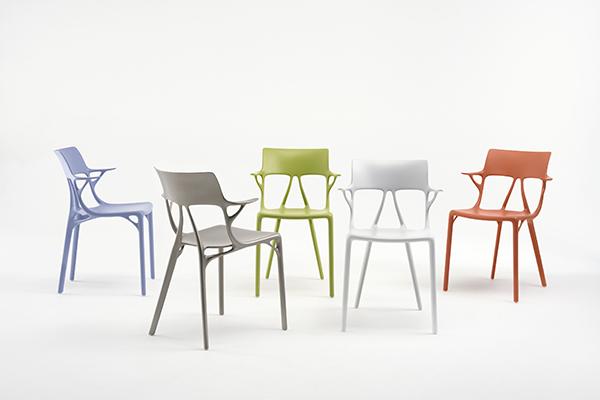 Kartell presenta la prima sedia progettata dall for Sedia design kartell