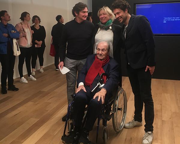 Ernesto Gismondi, fondatore di Artemide, con il vicepresidente dell'azienda Carlotta de Bevilacqua e i designer dello studio BIG nel giorno del lancio delle novità a Euroluce 2019