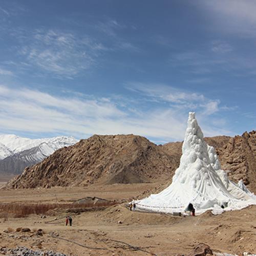"""MILANO - La <a href=""""https://design.repubblica.it/2019/03/01/la-natura-ha-le-crepe-ripariamole-cosi/"""">XXII Esposizione Internazionale della Triennale di Milano</a>, intitolata <em>Broken Nature: Design Takes on Human Survival</em> indaga sui legami che uniscono gli uomini all'ambiente naturale analizzando vari progetti di architettura e design. In foto l'Ice Stupa, un ghiacciaio artificiale progettato per contrastare le conseguenze dei cambiamenti climatici nella regione del Ladakh. Fino al primo settembre (foto Lobzang Dadul)"""