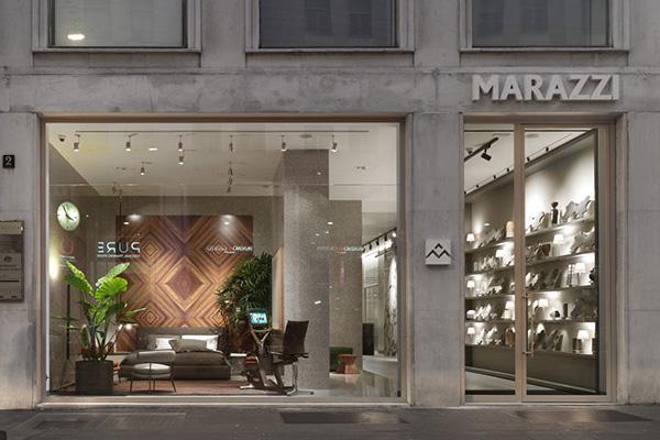 Lo showroom di Marazzi, ampliato e rinnovato su progetto degli architetti Antonio Citterio e Patricia Viel, si trova nel centro del Durini design district di Milano in via Borgogna, 2