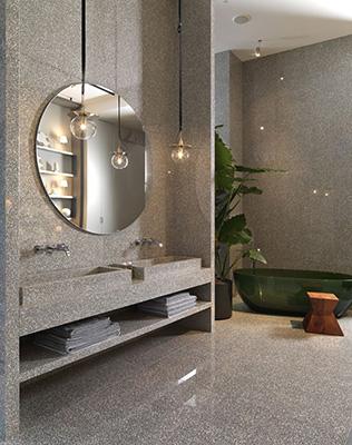 Esposta anche la nuova collezione di lastre Marazzi Grande Marble Look Terrazzo, ispirata invece al classico seminato veneziano