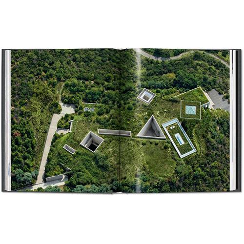 Il Chichu Art Museum a Kagawa, in Giappone, visto dall'alto