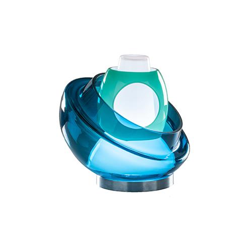 «Le lampade si ispirano al mondo dell'acqua che è molto vicino a quello del vetro. Anzi potremmo dire che il vetro è un liquido solido», spiega Lise Anne Couture di Asymptote Architecture (in foto il modello Belt of Venus)