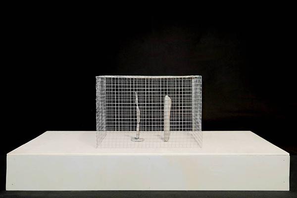 Le sculture sono realizzate con DAS, legno e rete metallica (foto Daniele Macchi)