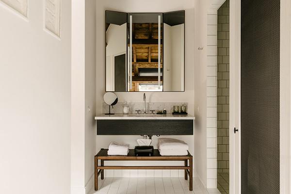 Un esempio di sala da bagno dell'hotel August (foto Robert Rieger)