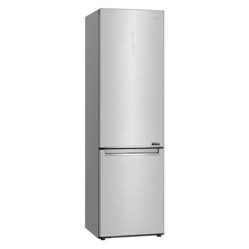 La maniglia è stata integrata nella porta assieme al display metal touch, donando al frigorifero un design pratico e minimal