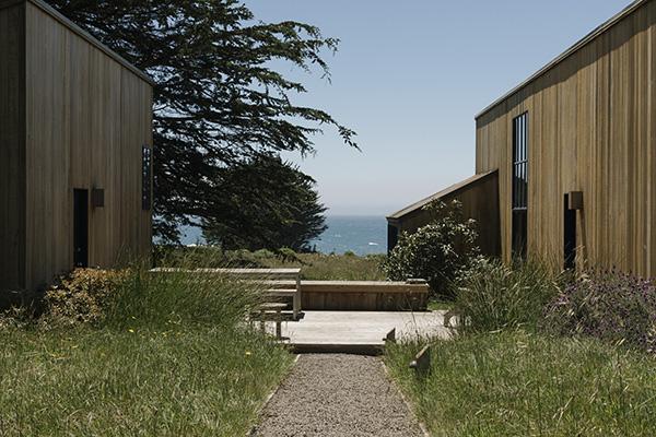 La casa di Anne Evans era divisa in due piccoli edifici poiché la scrittrice sognava di poter vivere il più possibile all'aria aperta. Gli architetti ricavarono un'area riservata all'esterno (© 2019 New York Times News Service)
