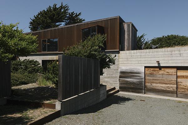 La nuova casa di Gabriel Ramirez, progettata dagli architetti Norman Millar e Judith Sheine, è fatta di cemento e Cor-Ten (© 2019 New York Times News Service)